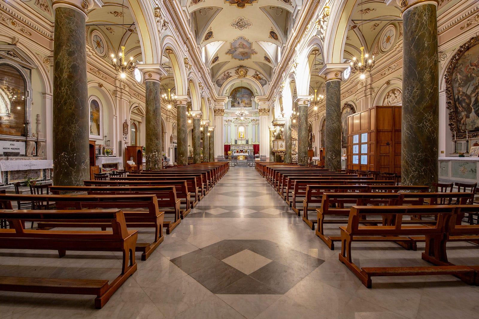 arcate ed altare della chiesa madre di carlentini