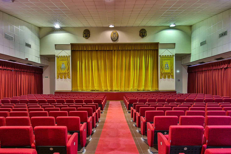 vista dell'interno del teatro comunale di carlentini