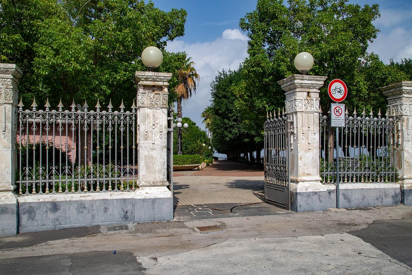 ingresso della villa comunale di carlentini